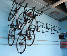 colgar bicicleta pared